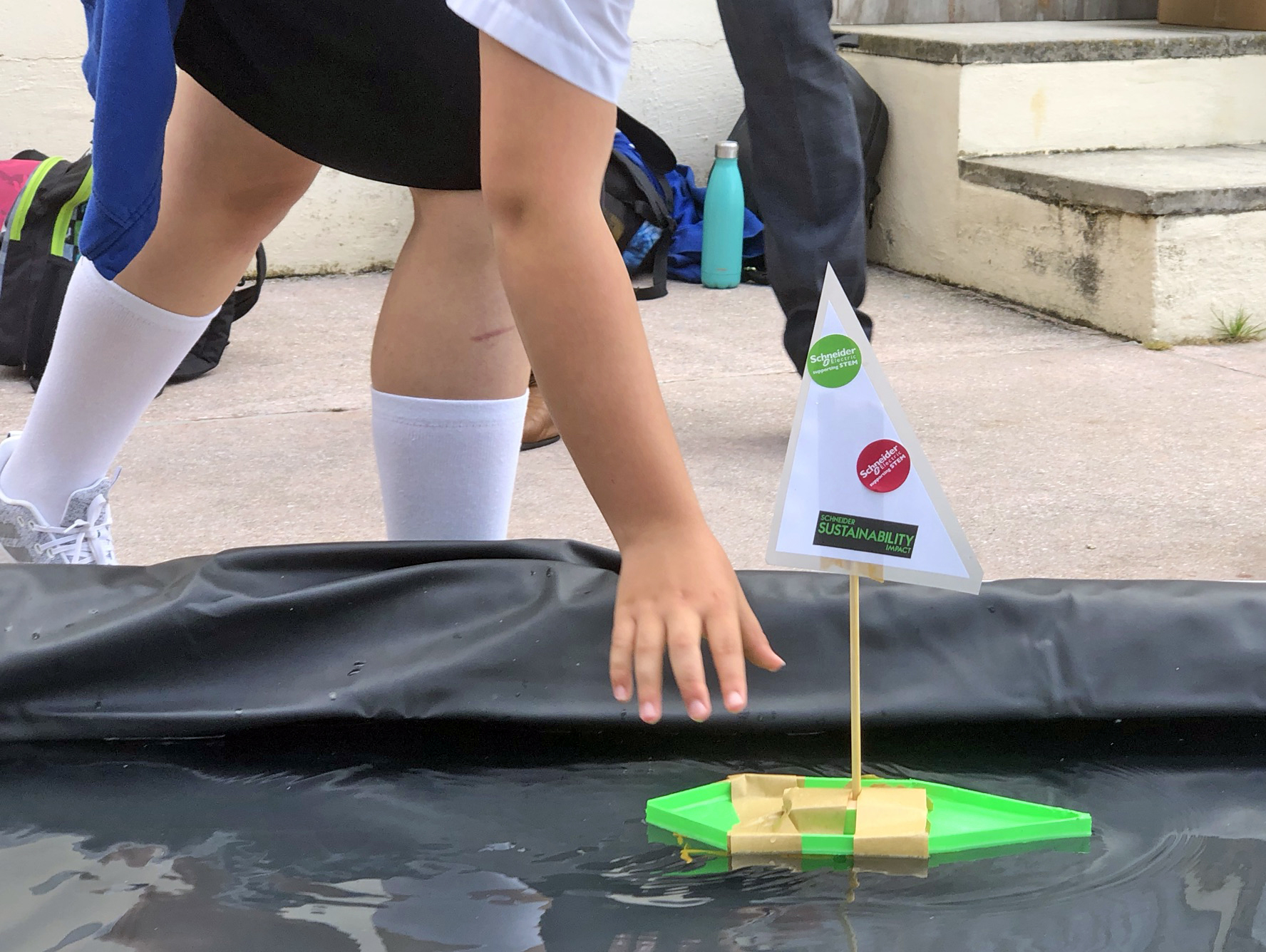 Children's STEM activity - How to make a mini motorboat - test your design